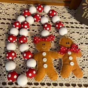 Christmas gingerbreads bead garland